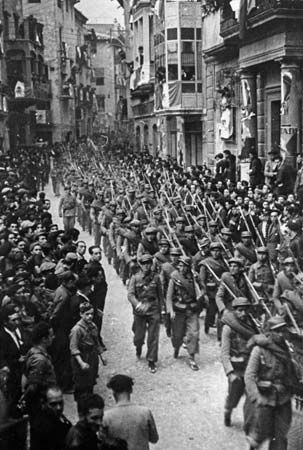 A Mexican auxiliary battalion (fighting on the Republican side) marching through Barcelona during the Spanish Civil War, late 1930s. Creo que marchan hacia Belchite en verano de 1937.  Encycl...