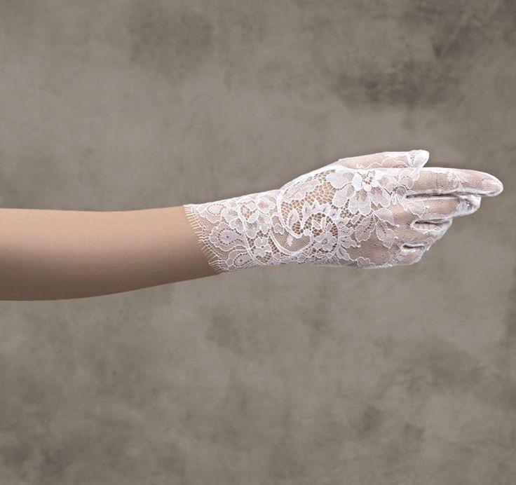 Pronovias Kesztyű /gloves G-314  http://mobile.lamariee.hu/eskuvoi-ruha-kiegeszitok