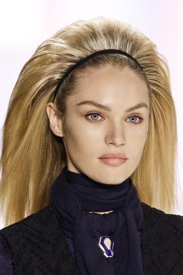 La parola d'ordine per iI nuovo hair trend dell'autunno inverno 2012-2013 è: SBALORDIRE, SORPRENDERE, STUPIRE! Capelli Maxi volume, Chignon, acconciature cotonate, in chiaro stile anni 60!