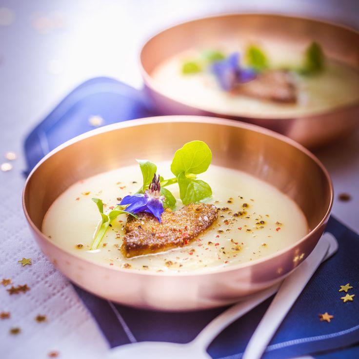 Crème de chou fleur, foie gras poêlé et amandes. Cuisine Companion de Moulinex votre compagnon culinaire au quotidien pour des recettes faciles et rapides. Marielys Lorthios - Photographe professionnelle / photographe culinaire / styliste - http://www.marielys-lorthios.com/