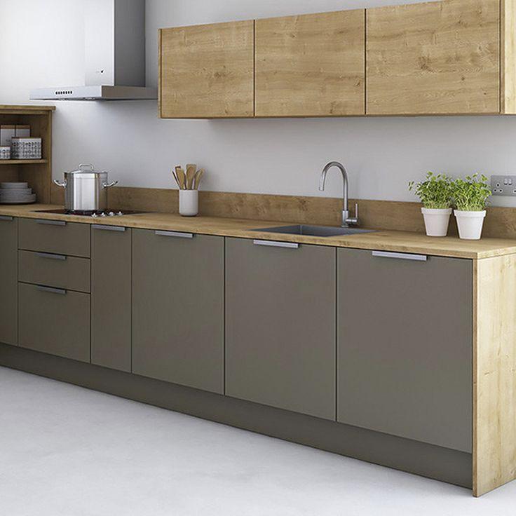 Een houten werkblad kan gemakkelijk op maat worden gemaakt, in iedere gewenste vorm. U kunt het hout gebruiken om de huiselijkheid van de woonkamer op en moderne maar vriendelijke manier terug te laten komen in de keuken. Of de materialen van de keukentafel doorzetten in het keukenblad: www.houtmerk.nl