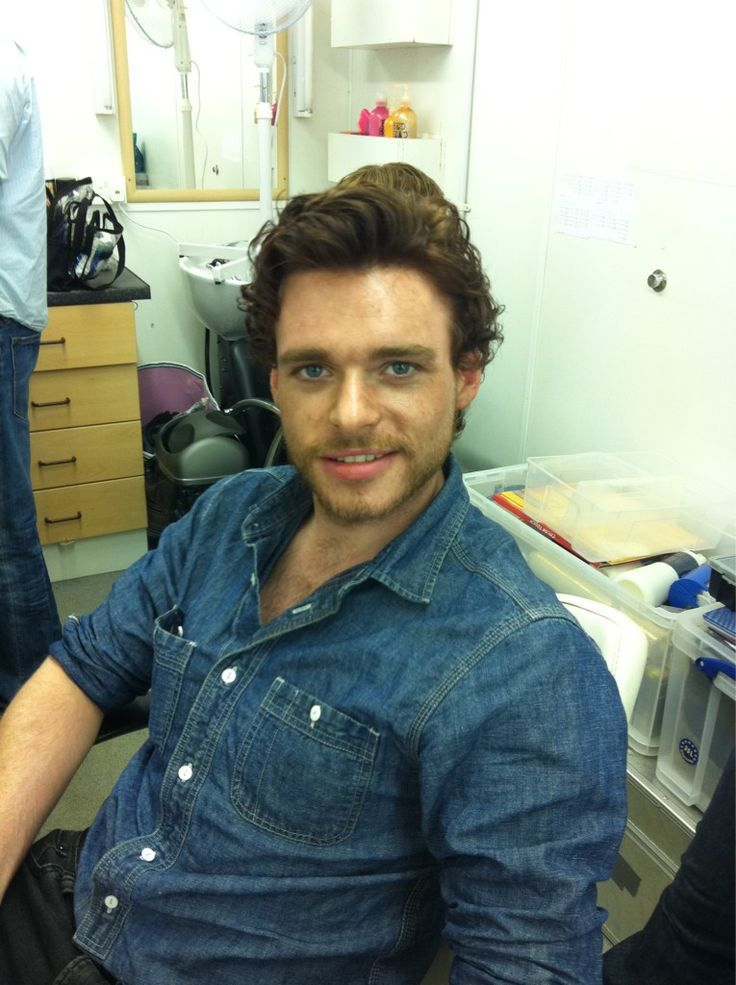Richard Madden. AKA Robb Stark. Ow ow......Forget the North....i'd like him to be King of my south.