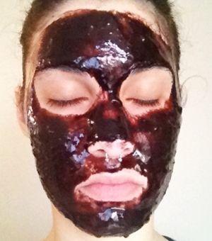 Tudo sobre a receitinha da máscara que está revolucionando a remoção de cravos do rosto. Eu vou confessar que não tenho um olho muito bom pra cravos. Mas é bem chato quando chega aquela pessoa que …