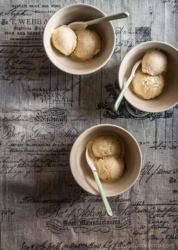 Receta de helado de mazapán cremoso elaborado con una base tradicional de crema inglesa y restos de mazapán, con fotografías paso a paso y consejos