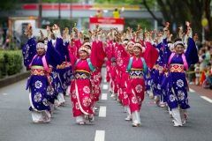 原宿がいつもとは違う賑わいをみせるのが原宿表参道元氣祭 スーパーよさこいの時だよね 国から集まった約100チーム5500人ほどの踊り子が表参道明治神宮代々木公園などの会場に分かれて踊りを披露する毎年恒例のイベント 代々木公園でうどん天下一決定戦2017も同じ日にやってるからついでに行ってみるといいね tags[東京都]