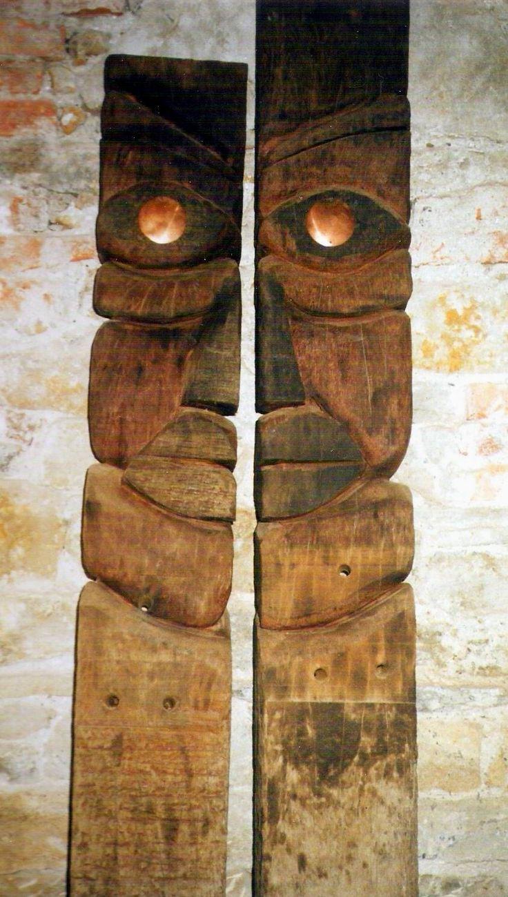 Aizpak, concepto de hermana que es muy frecuente en la mitología Vasca, posibilitando la multiplicación de la personalidad de figuras mitológicas.
