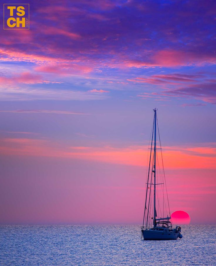 [Yacht charter in Ibiza] How to fully enjoy life at sea as well as WONDERFUL sunsets.  #yacht #charter #ibiza #sailing