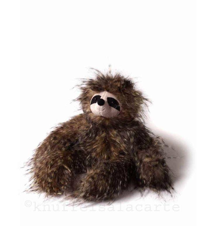 Cyril sloth http://www.knuffelsalacarte.nl/nl/jellycat-cyril-luiaard.html