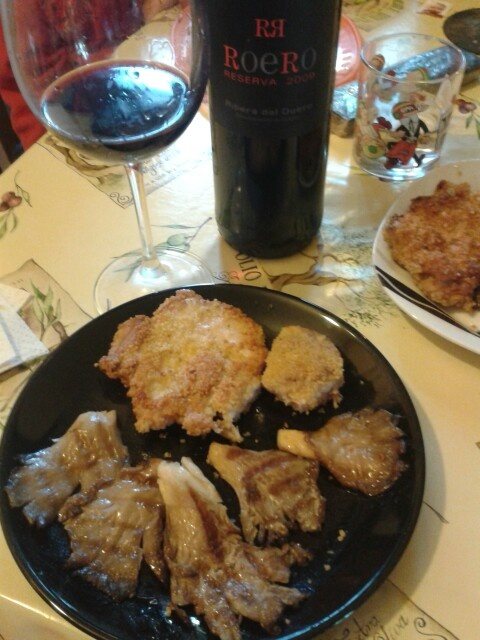 Setas de Pelayos a la plancha con sal de Ibiza y aceite de Malpartida, y contramuslos de pollo de corral de Chichón rebozados en huevo y cuscús