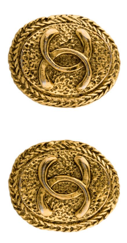 CHANEL CC MEDALLION CLIP ON EARRINGS ~ SHOP here $295.00 http://rstyle.me/n/bqgejhrm5w Vintage Gold-tone Chanel textured medallian earrings featuring CC logo with wreath trim and clip-on closures. #vintagechanel