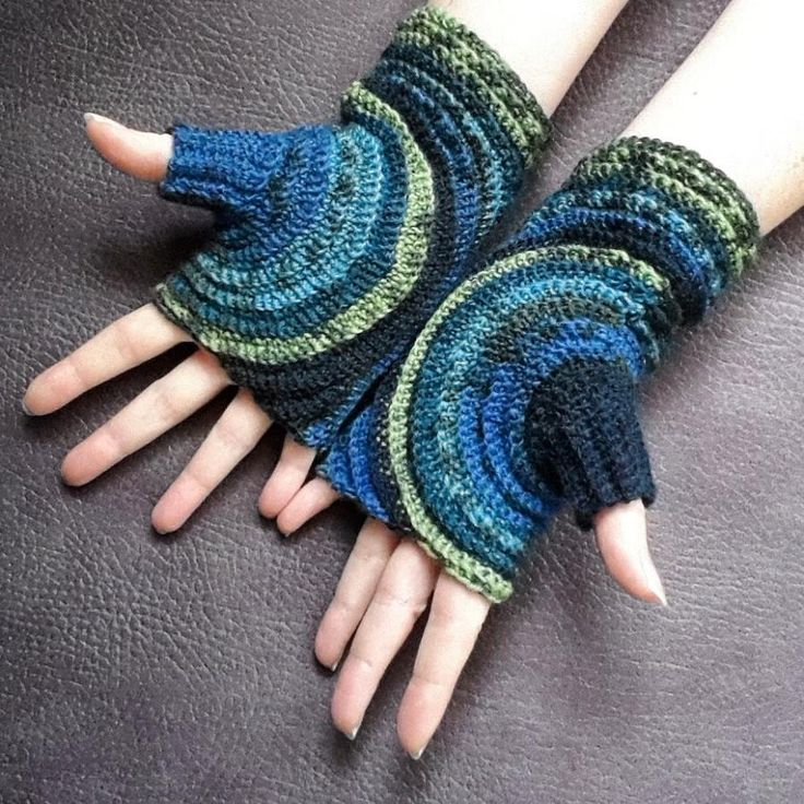 These fingerless gloves are crocheted around the thumb which allows to show off your variegated yarn to the best effect. Free pattern available here: http://knitting-and-so-on.blogspot.ch/2015/10/kreisel-fingerless-gloves.html