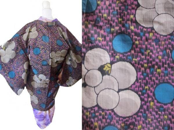すがた◆レトロポップ風船椿 水玉 可愛い アンティーク銘仙長羽織 着物 アンティークから現代もの、オリジナル品まで。雰囲気のあるお品を選んで出品 しております。 風船のようにまんまるな椿と水玉模様がポップで可愛いアンティークの銘仙長羽織です。ショッキングピンクの羽織紐がついています。 タイトルのお品1点の出品です。コーディネートに使用したお品は別出品(出品リスト→「すがた」で検索)か、ブログにて販売中か、参考商品です。 ブログでは最新・お得情報をお 知らせしております おおよその丈:身丈(肩から)9...