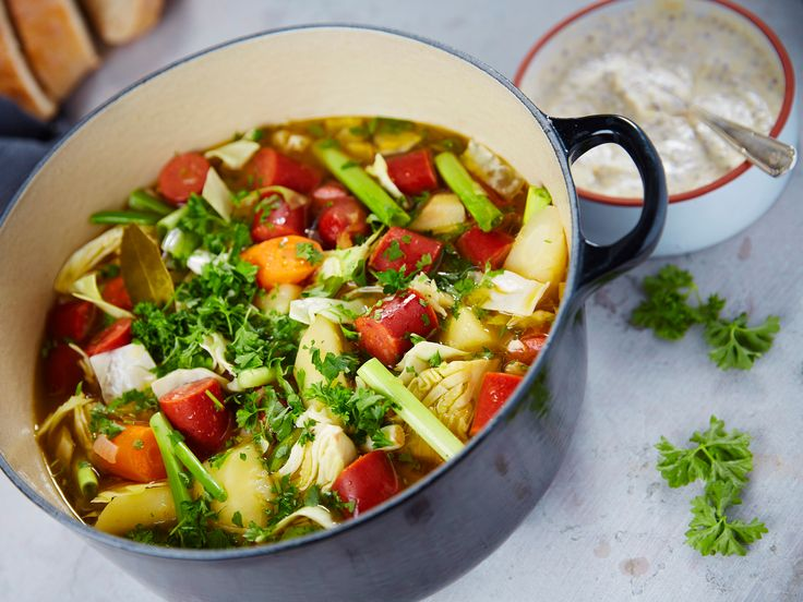 Pot au feu med rotfrukter, lök och kryddig lammkorv | Recept.nu