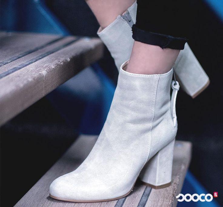 Hoeveel enkellaarsjes heb jij in je kast? https://www.sooco.nl/spm-bendle-ankle-boot-grijze-enkellaarsjes-30221.html