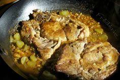 cote de porc charcutiere :4 côtes de porc dans l'échine 50 g de beurre 2 échalotes ciselées 1 cuil. à soupe de concentré de tomates 1 cuil. à café de farine (pas plus) 5 cl de vin blanc sec 15 cl de bouillon de volaille Environ 8 cornichons