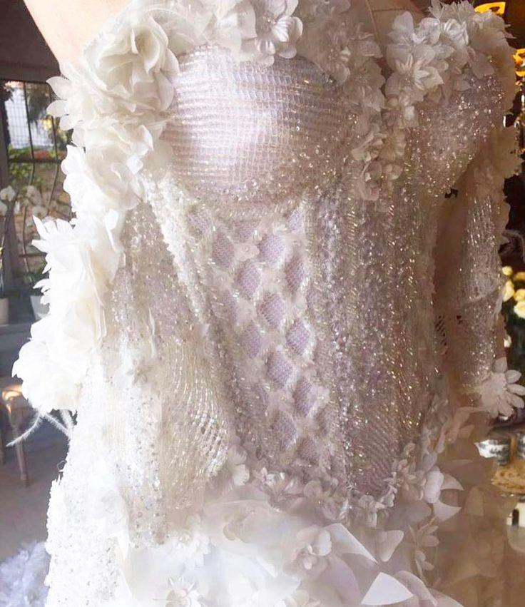 This detail is EVERYTHING! @raisavanessa laceandembroidery#weddingplanning #weddingtips #vogue #designer #weddingdressdesigner #bridal #bridalcouture #bridalfashion #bridaldesigner #weddingphoto #weddinginspiration #weddingblog #bride #lace #embroidery #sydney #sydneydesigner #australian