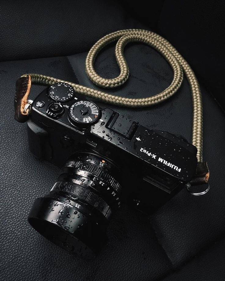 how to put on fujifilm camera strap