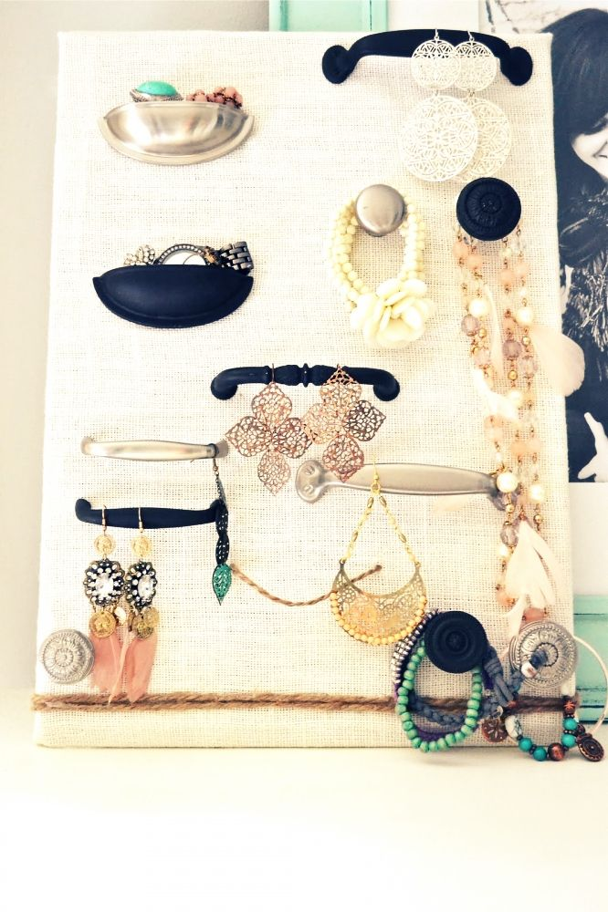 Another summer DIY project. Love this idea. via mrkate.com: Diy'S, Jewelry Displays, Hardware Jewelry Display, Diy Jewelry, Drawer Pulls, Craft Ideas, Jewelry Holder, Crafts