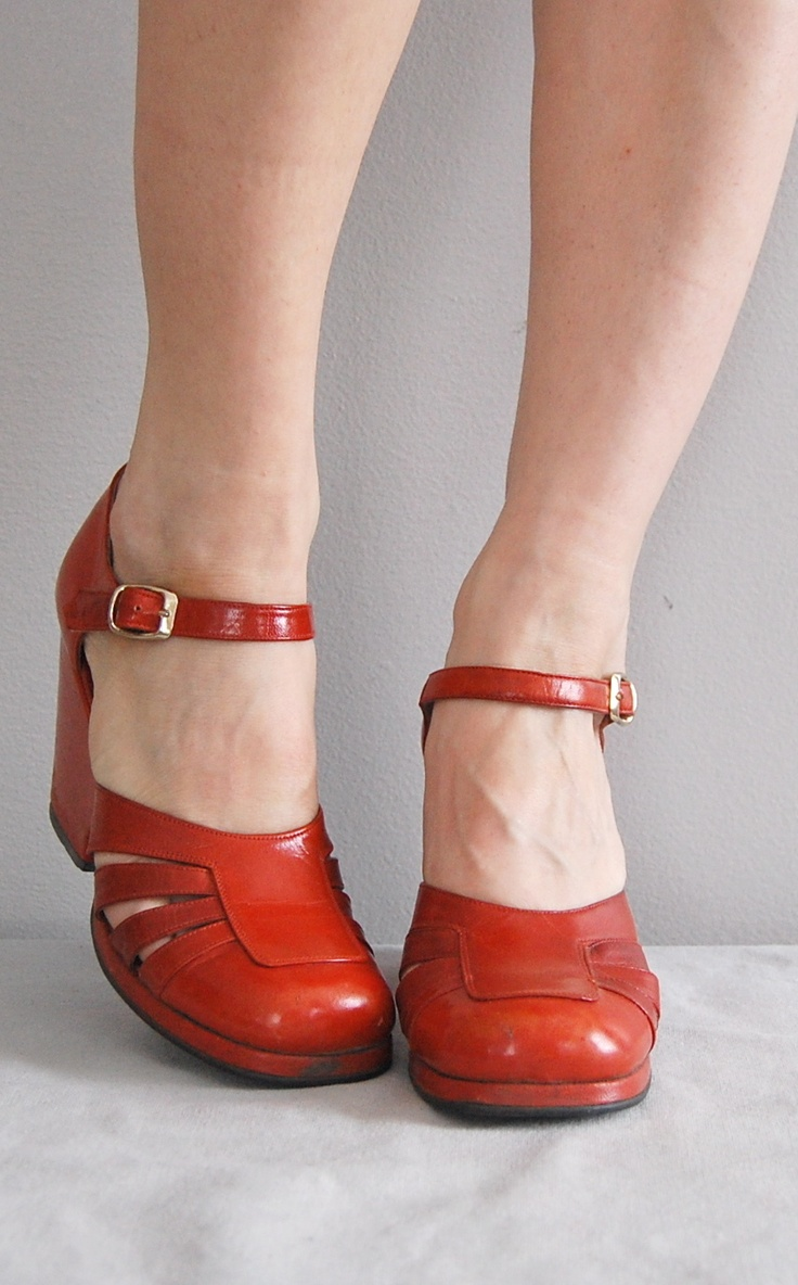 These might be the perfect shoes....sadly they will never be mine.: Fab Shoes, Favourites Shoes, Perfect Shoes Sadly, Red Shoes, Red Alert, Admire Fashion Shoes, Red Mary Janes, Dress Me Footwear, Shoes Style