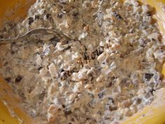 Salata de ciuperci este una din preferatele mele. Am vazut la Susu (pe Bucataras.ro) ideea de salata cu pui si curry. Nu va pot spune cat es...