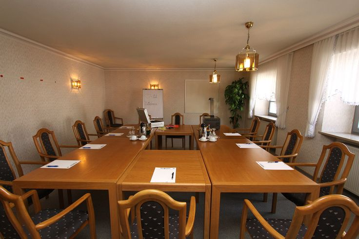 Für Tagungen und Seminare bieten wir Ihnen ideale Räumlichkeiten (von Seminarräumen, bis zum großen Auditorium) mit moderner audio-visueller-Technik und dem entsprechenden Service.