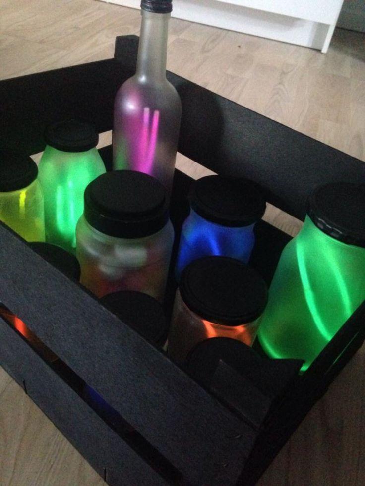 Gamle glas, frost spray, sort spray og knæk lys = gave til søs ;)