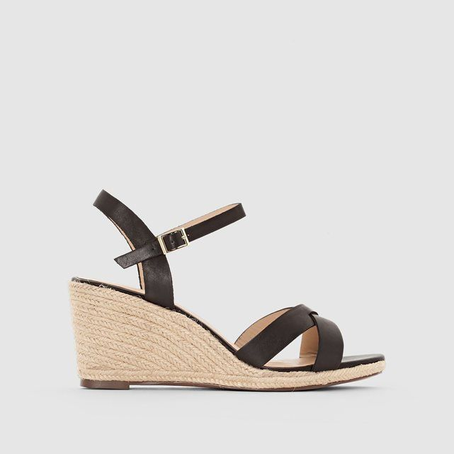 Sandales compensées JONAK : prix, avis & notation, livraison.  Les espadrilles sandales compensées JONAKDessus : cuir (vachette)et textileDoublure : cuirSemelle intérieure: cuirSemelle extérieure : élastomèreHauteur talon : 5,5 cmFermeture : à boucleLes + : à mi chemin entre l'espadrille et la sandale ces modèles signés JONAK offrent tout ce qu'il faut pour vous séduire cette...