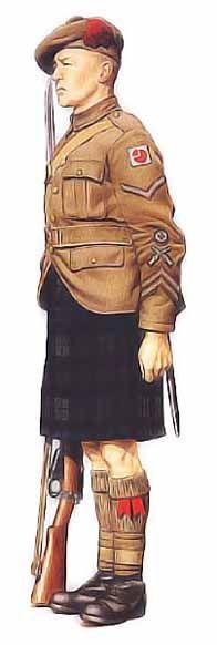 """Caporal, 4ème division d'infanterie, 1940 L'armée de terre britannique introduisit la tenue de service kaki en 1902, mais il fallut attendre 1913 pour qu'elle devienne obligatoire pour les hommes de tous grades, quelle que soit l'occasion, excepté lorsque la tenue de cérémonie était de mise. Ce caporal du régiment écossais Black Watch porte une version découpée de la tunique de service, également appelée pourpoint. Sa coiffe, ornée d'un pompon kaki, portait le nom de """"Tam o'Shanter""""…"""
