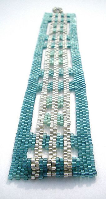 Surf Glass Peyote Stitch Bracelet | Flickr - Photo Sharing! - smukt armbånd i turkis og sølv