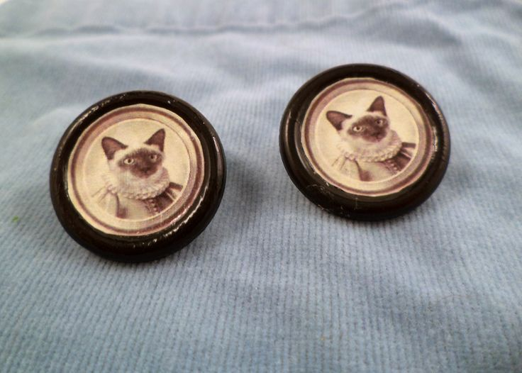 DIY Use Buttons as Tiny Frames...Finished cat earrings: Cat Earrings, Gifts Ideas, Tiny Portraits, Portraits Earrings, Cat Buttons, Tiny Frames, Teeny Tiny, Buttons Earrings, Buttons Pictures