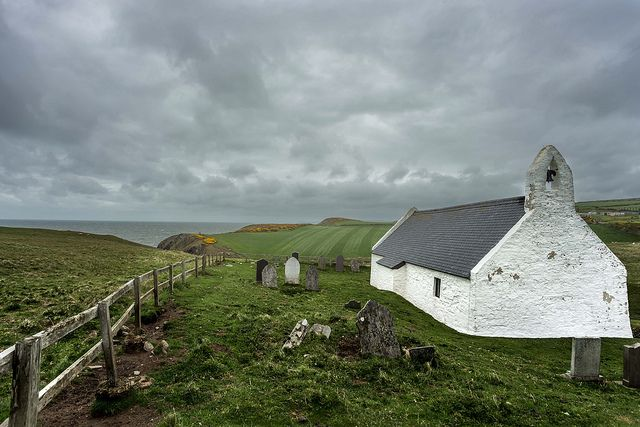 eglwys y grog (church of the holy cross), mwnt, ceredigion   wales   by carl welsby   flickr