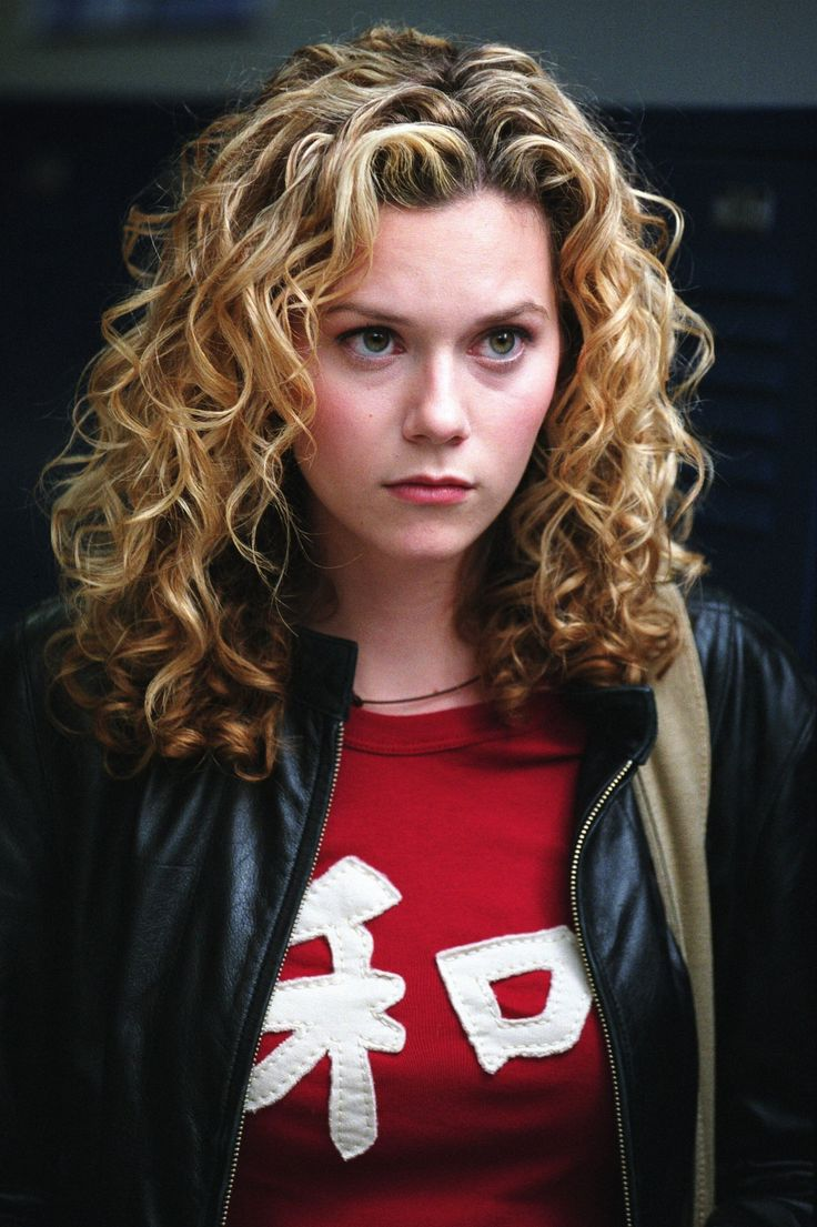 I've always wanted my hair like this.. Maybe for just like a week or so. But so cute! Peyton Sawyer, OTH.