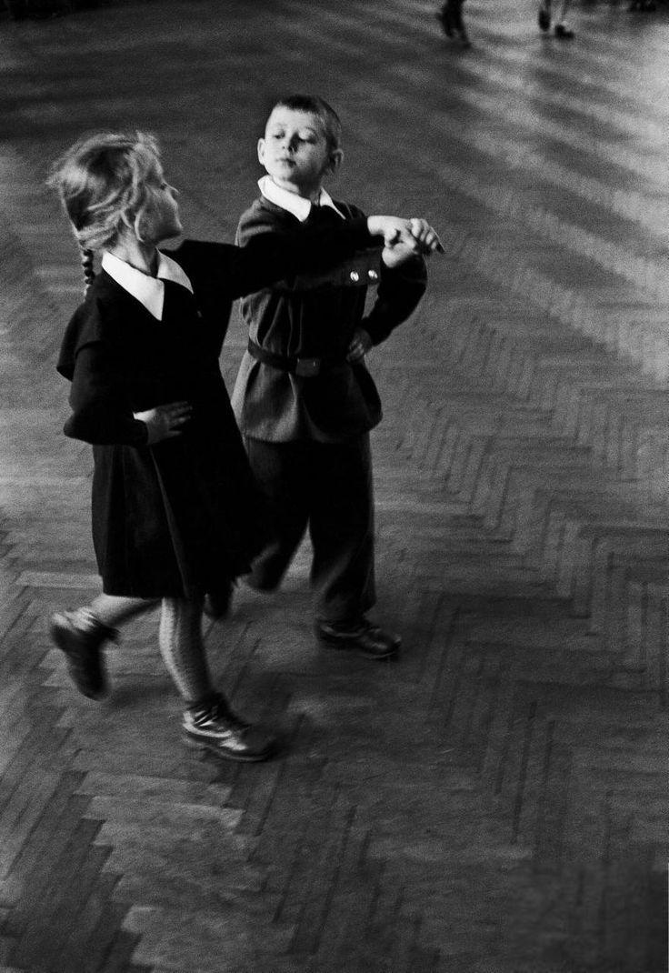 rhythmic class, moscow, 1958 photo by howard sochurek