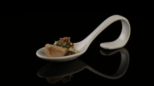 Geräucherte Makrele auf Nashibirnenpüree mit Bohnensalat und Speck - The Taste - Sat.1