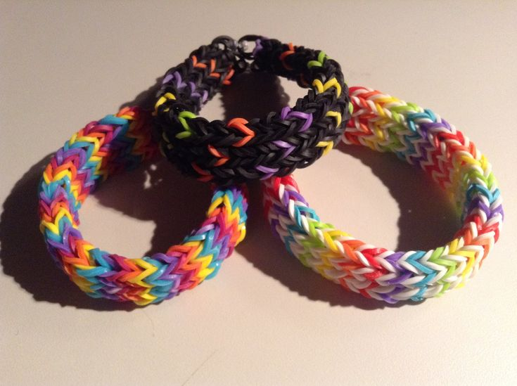 New Rainbow Loom Triple Cross Fishtail Bracelet -  6 Pins  For more see - http://www.rainbowfun.com.au/latest-designs