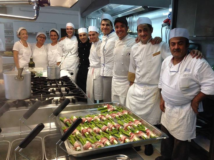 Staff cucina 2014.... tutti sempre sorridenti!!
