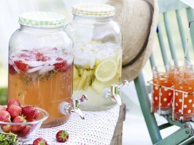 Aardbeien en frambozenlimonade met citroentijm