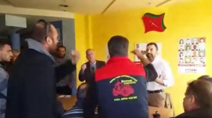 Αγρότες εισέβαλαν στα γραφεία του ΣΥΡΙΖΑ - Επεισόδιο με τον βουλευτή Αραχωβίτη -