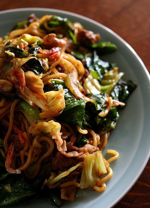 Japanese food -yaki soba-: fried soba (similar to chow mein). YUUUMMM... ^^