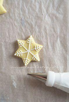 Biscotti Natalizi decorati - Ricetta Biscotti di Natale decorati - Tavolartegusto.it