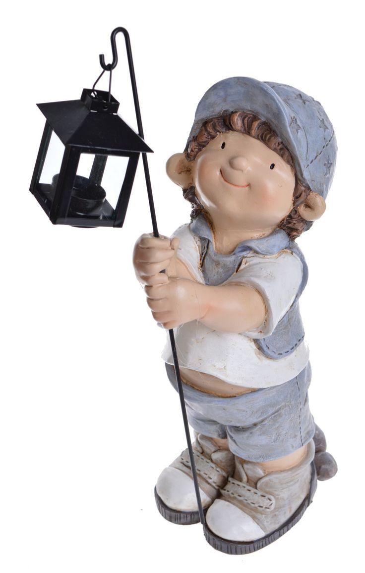 Chłopiec w czapce z latarnią metalową, przepiękna dekoracja do każdego domu,starannie wykonana , figurka z tworzywa , możliwość zapalenia podgrzewacza w latarence