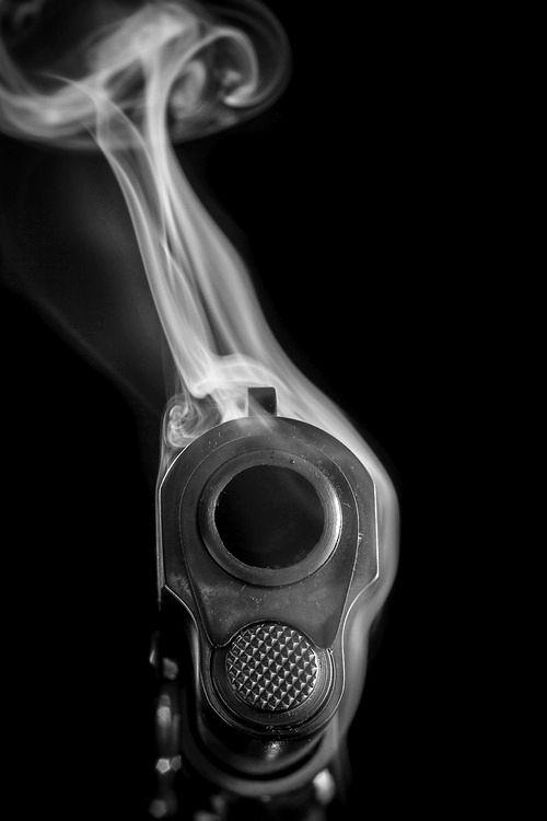Não sou fã de armas de fogo, mas compartilhei por causa do clique!