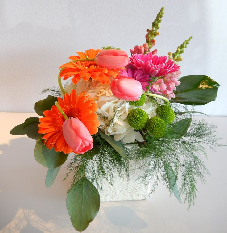 Beautiful sunny centre-piece from Dizennio Floral Boutique -Vaughan using hot pinks and strong oranges !