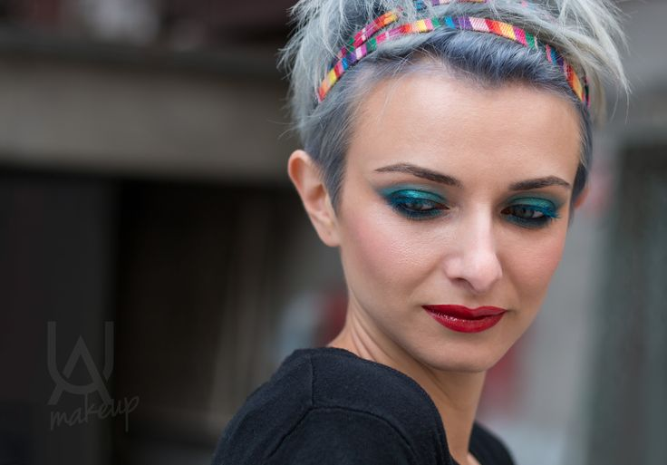 Denim hair look combined with retro eye color and red, glossy lips