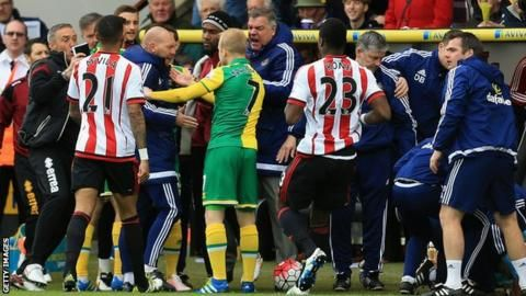 Norwich and Sunderland fined by FA for failing to control players