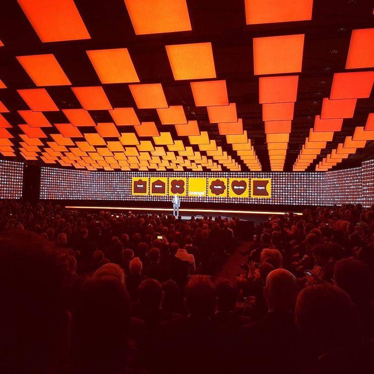 Mon compte rendu du #showhello de @orange_france est à lire sur le blog de #meilleurmobile . Le lien est dans ma bio  #keynote #orange #show #paris #innovation #iot #livebox #internet #fibre #box #technology by kevinbrown63