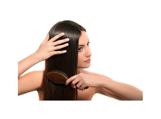 Gyönyörű, egészségesen fénylő haj! Az ALMAECET a ragyogó haj egyik titka. Hajmosás után az öblítővízbe tegyél belőle, és ezzel mosd át alaposan a hajad. Maradéktalanul eltávolítja a hajon lévő szappan/samponmaradványokat, és csillogóvá teszi azt. Az ecetes öblítővizet dúsíthatod a hajadnak megfelelő ILLÓOLAJakkal is.