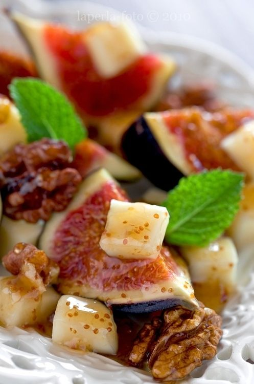 Figs, Cheese & Walnut Salad