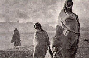 Sebastian Salgado Refugees in the Korem camp Ethiopia, 1984