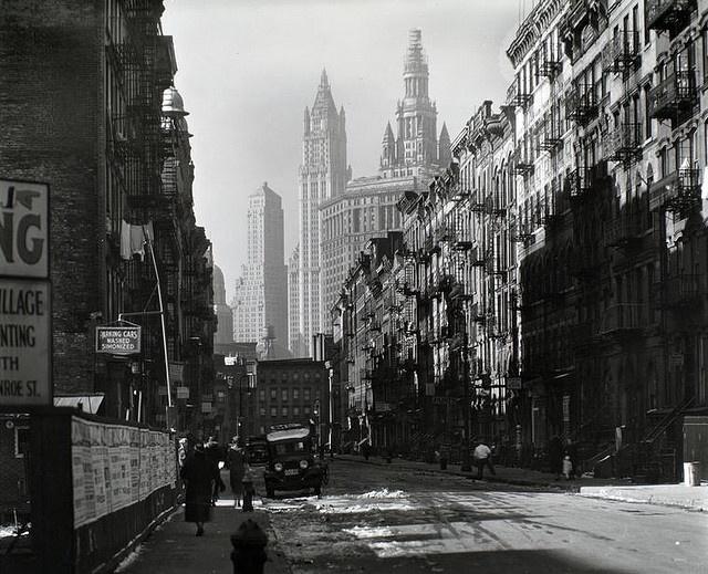 henry street nyc 1935 : berenice abbott